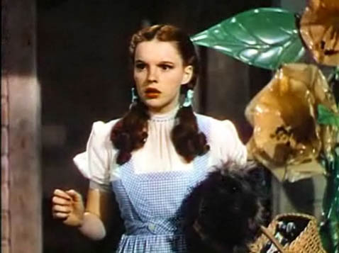 Image of judy_garland_in_the_wizard_of_oz_trailer_4